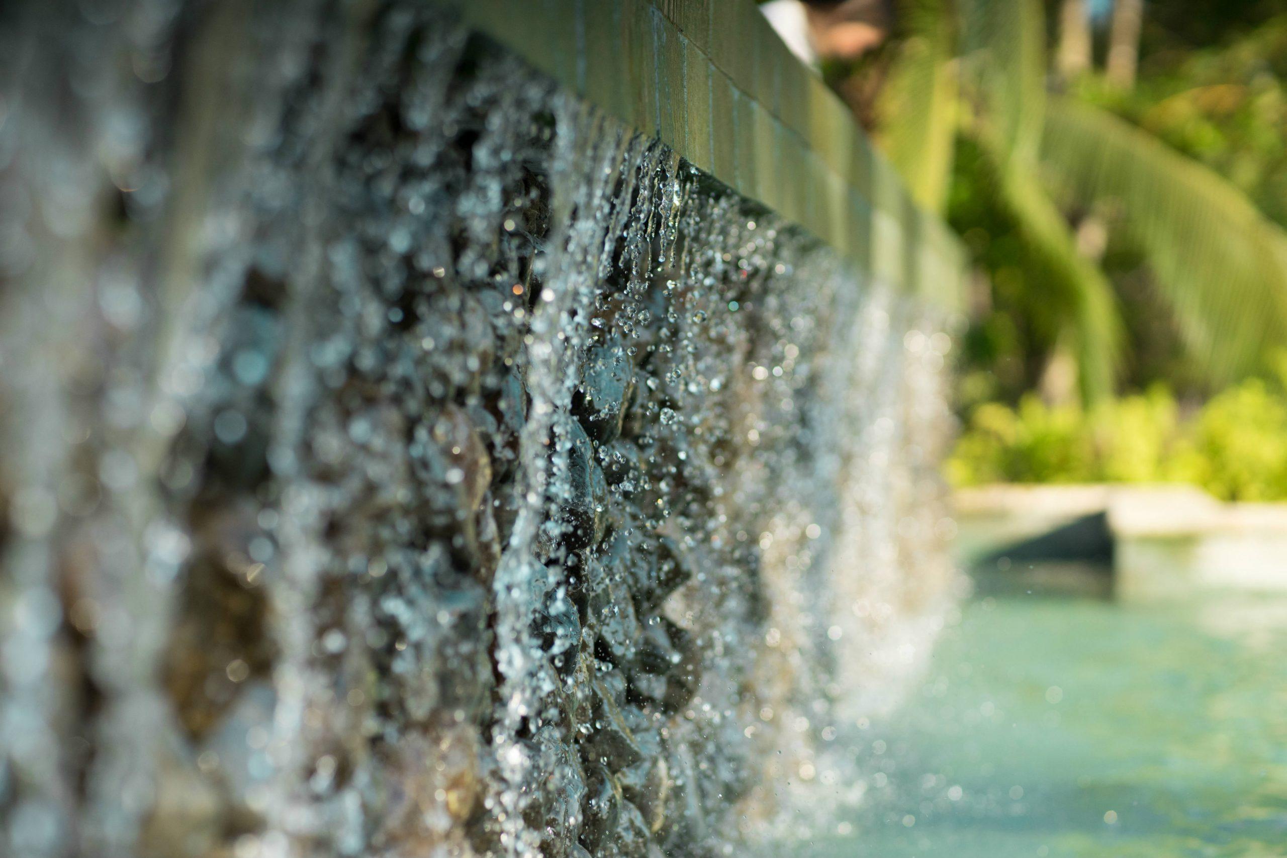 detalle piscina hotel santa catalina agua primer plano